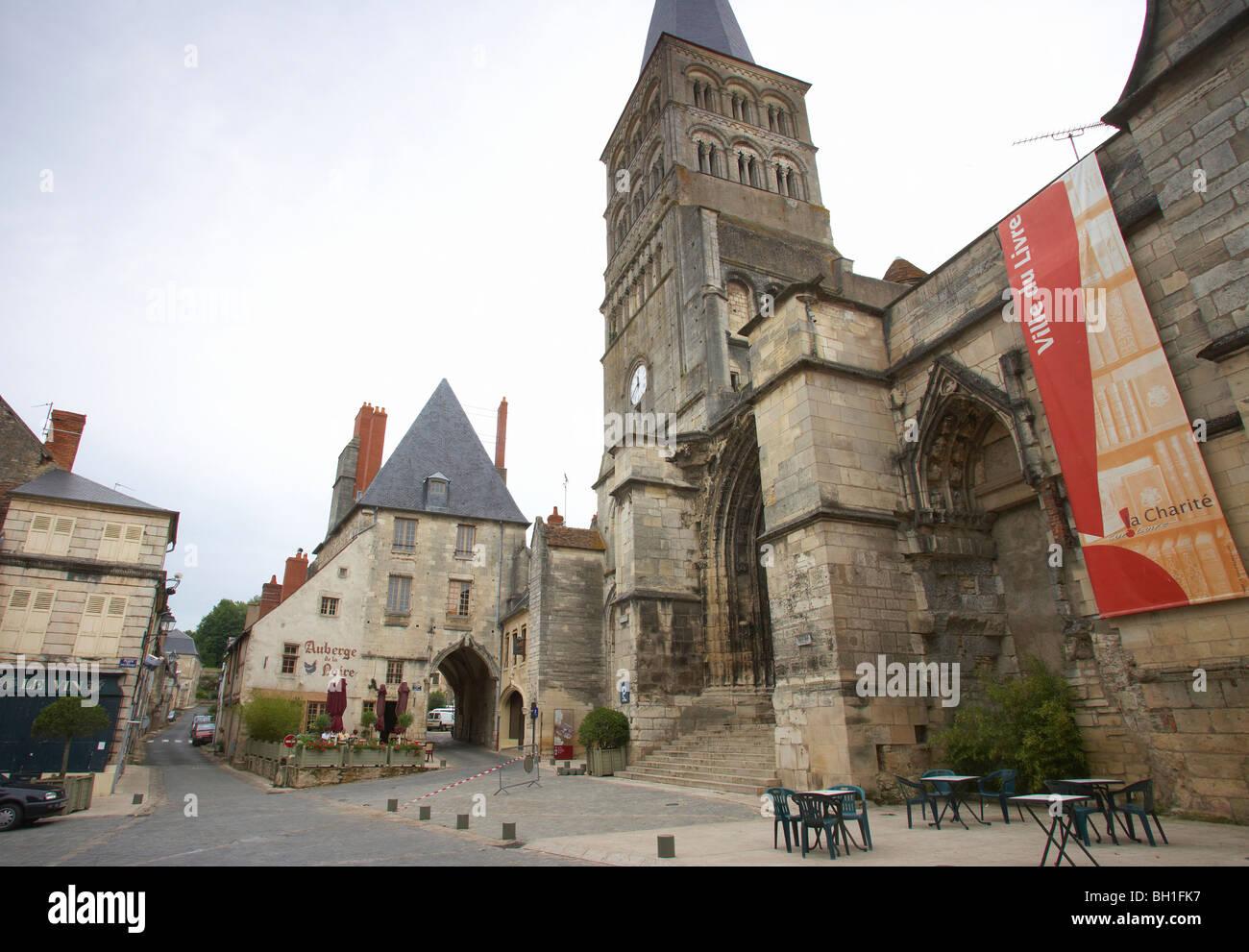 Alte Stadt, Kirche und ehemalige Kloster Ste-Croix-Notre-Dame, Stadttor, der Weg von St. James, Chemins de Saint Stockbild