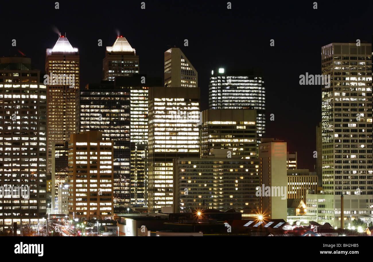 Stadt von Calgary durch spät in die Nacht Stockbild