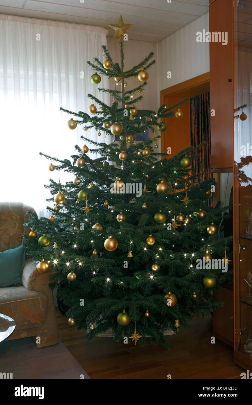 Weihnachtsbaum stockfotos weihnachtsbaum bilder alamy - Dekorierter weihnachtsbaum ...
