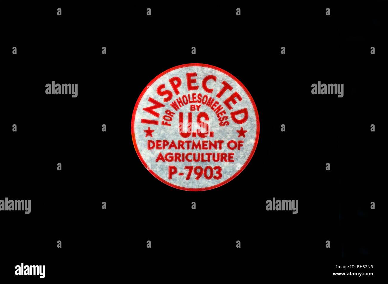 Schneiden Sie aus. US Abt. von Landwirtschaft Bekömmlichkeit Stempel (P-7903) auf schwarzem Hintergrund. Stockbild