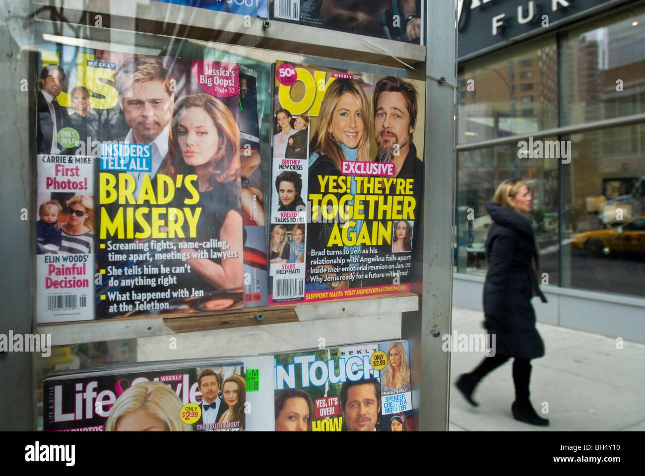 Promi-Zeitschriften am Kiosk in New York Stockbild