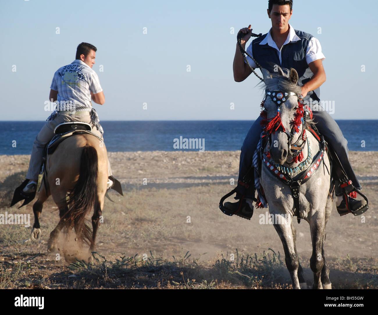 griechischen Cowboys zu Pferd Stockbild