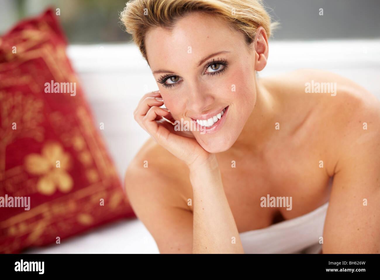 Porträt von attraktive blonde Frau Stockbild