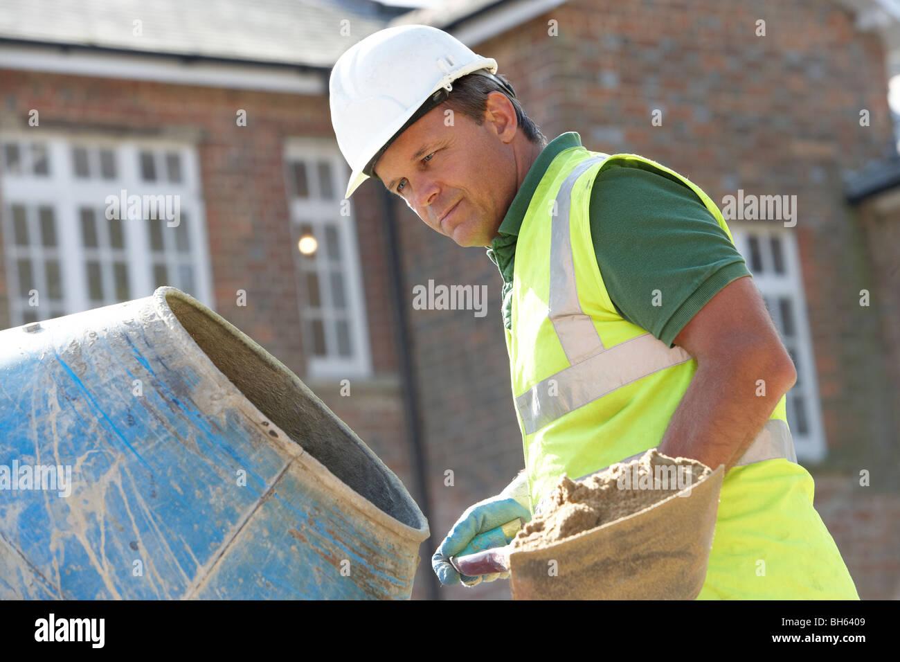 construction worker mischen zement stockfoto bild 27794377 alamy. Black Bedroom Furniture Sets. Home Design Ideas