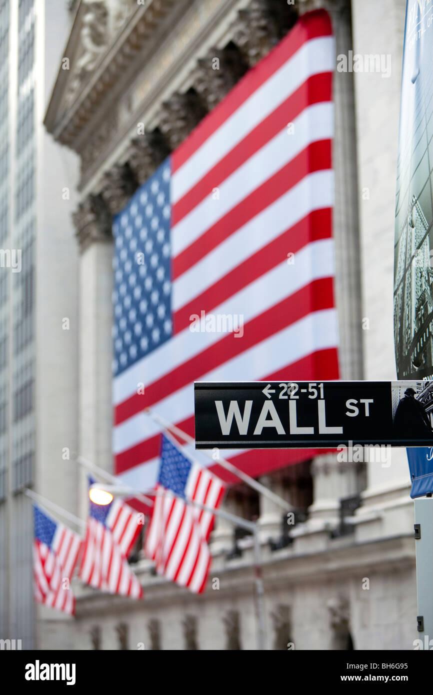 USA, New York City, Manhattan, Downtown Financial District - Wall Street und der New York Stock Exchange Stockbild
