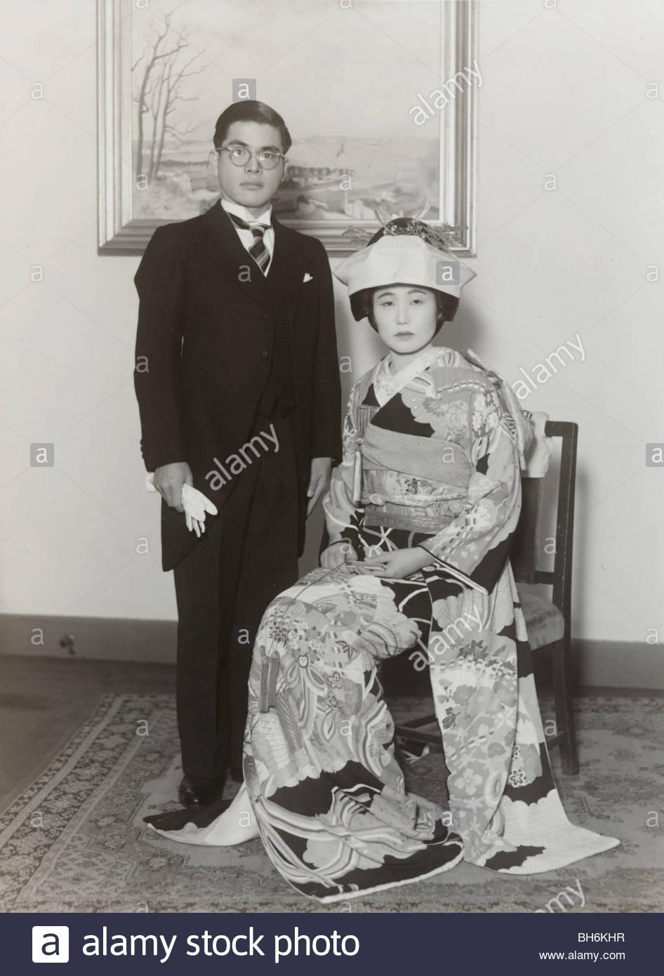 Hochzeit mit Mann im westlichen Stil Kleidung Japan 1960er Jahre ...