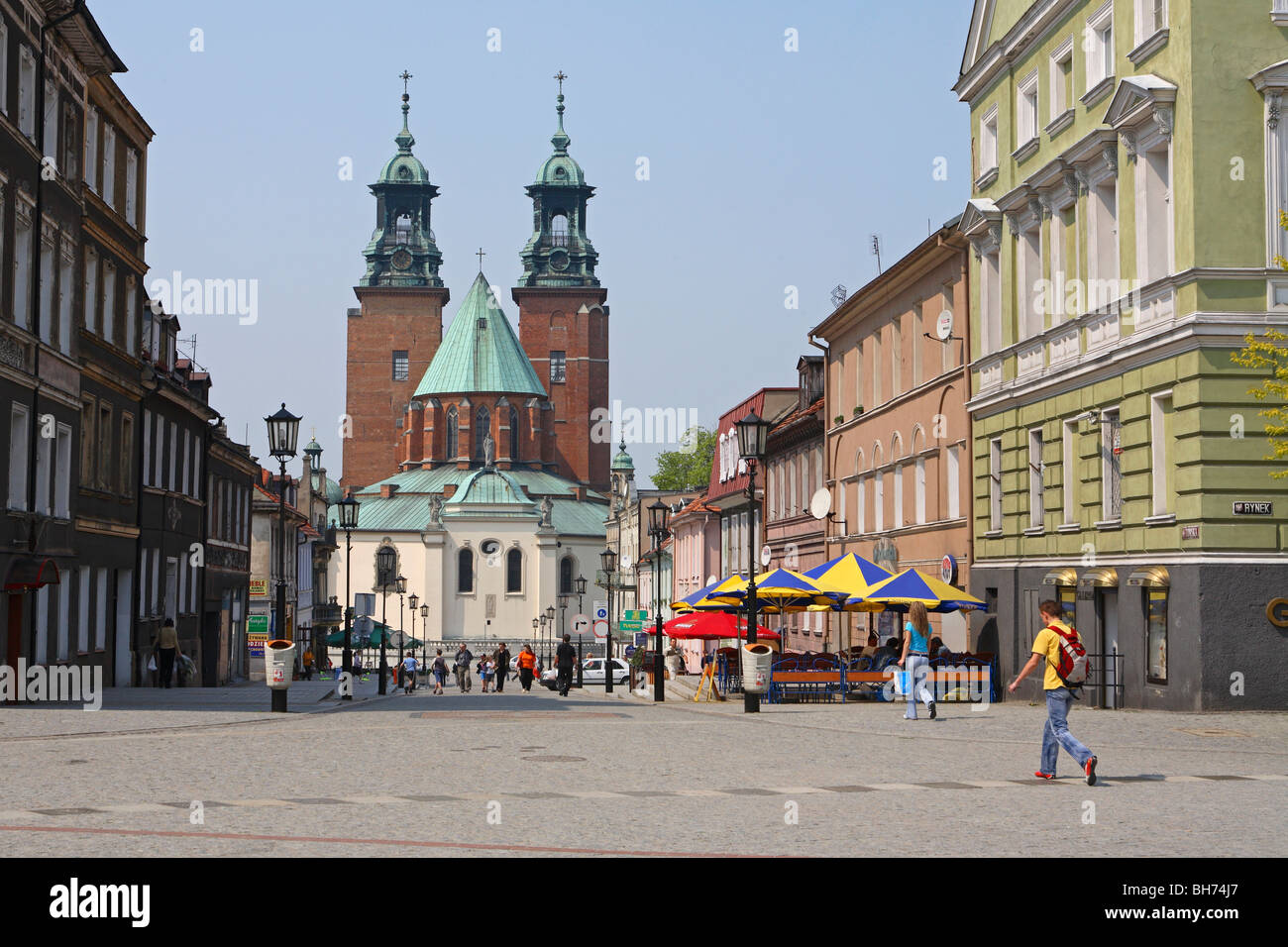 gniezno cathedral gniezno stockfotos gniezno cathedral gniezno bilder seite 2 alamy. Black Bedroom Furniture Sets. Home Design Ideas