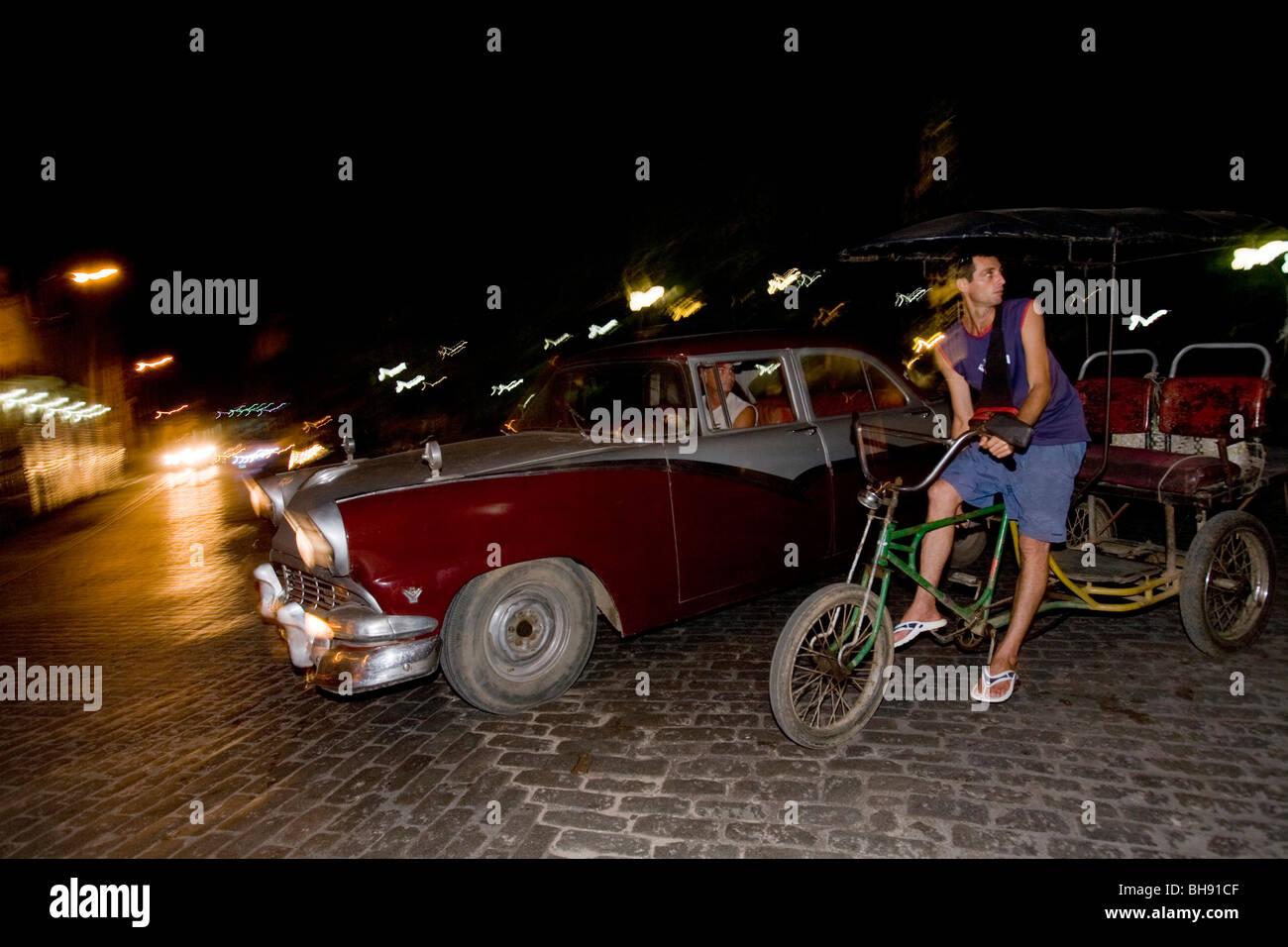 Straßenszene von Nachtleben, Camagueey, Karibisches Meer, Kuba Stockbild