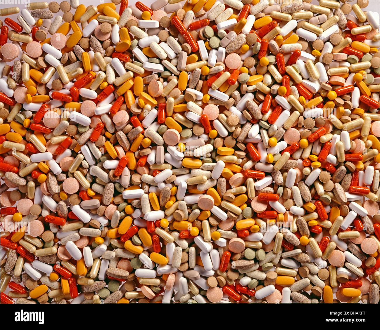 Fülle von Medikamenten, mehr Pillen als kann Stockbild