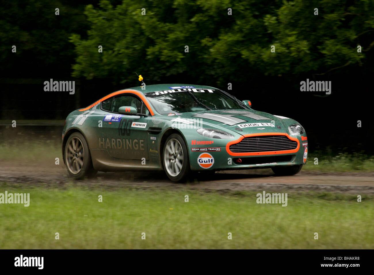 Aston Martin V8 Rallye in Chatsworth Wertungsprüfung Stockbild
