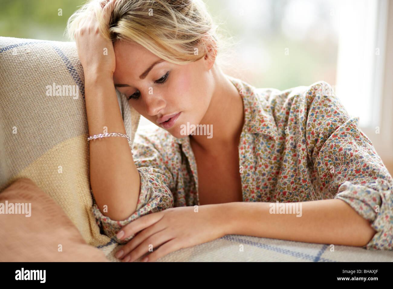 Traurig aussehende Mädchen Stockbild