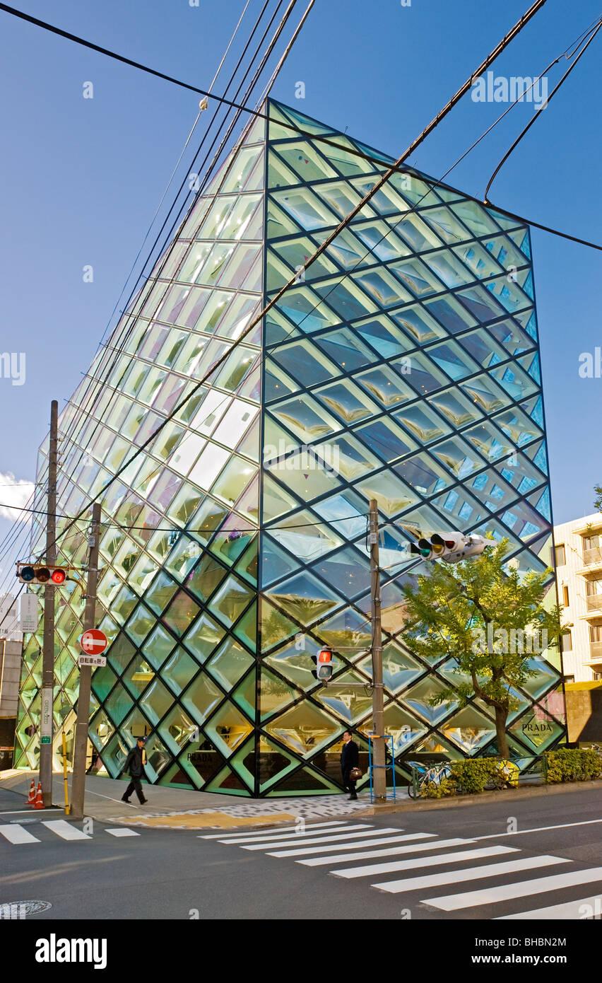 Prada Aoyama Superstore Architekten von Herzog & de Meuron in Omotesando, Stadtteil Minami-Aoyama, Tokio, Japan. Stockbild