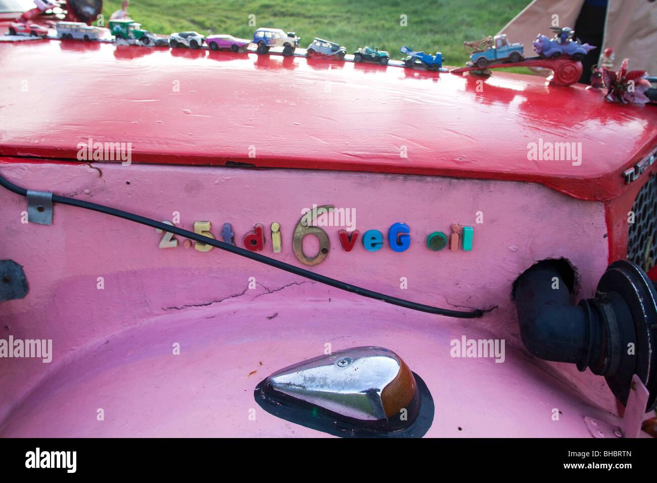 Rosa ökologische Auto gemacht verschiedener Hersteller Teile, laufen auf Pflanzenöl Kraftstoffverbrauch Stockbild