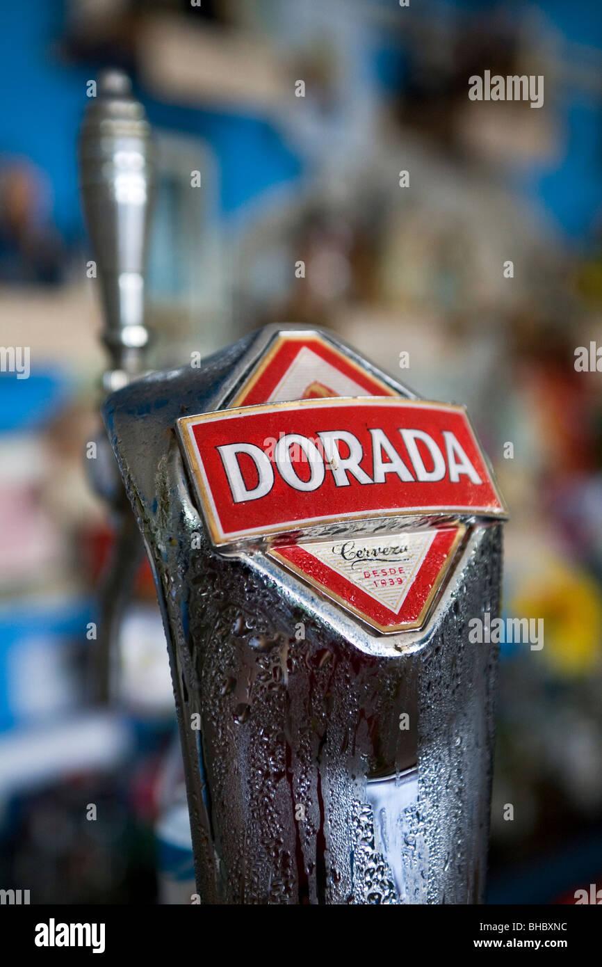 Eine Zapfanlage, trägt den Namen des lokalen Fischgründe-Biermarke Dorada. Das Bier wird in den Bars auf Stockbild