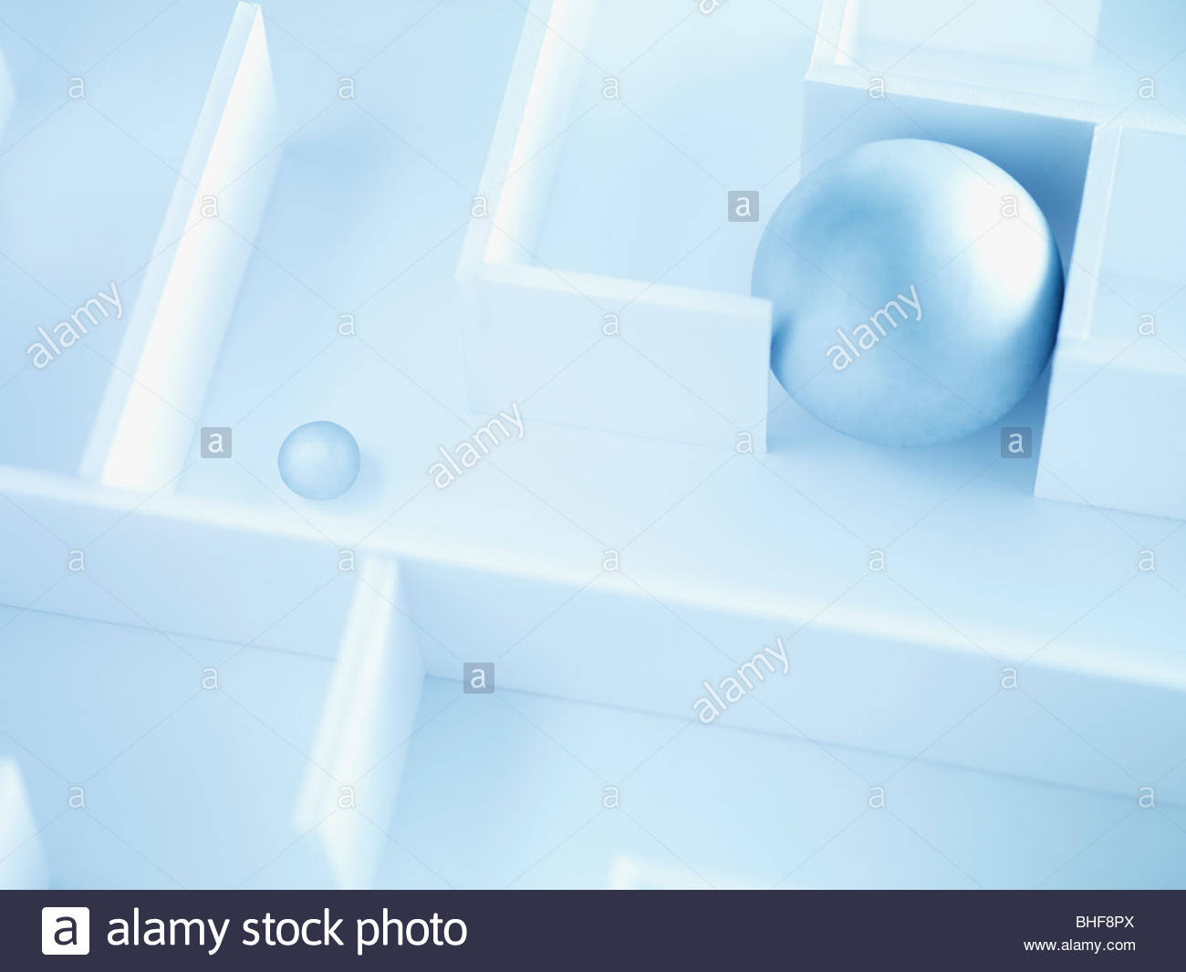 Zwei Kugeln im Labyrinth Stockbild