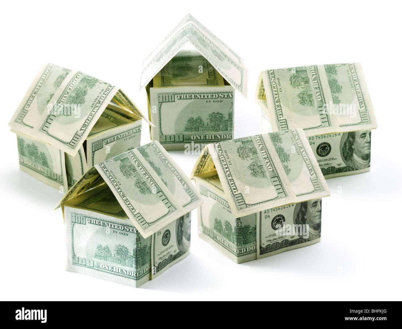 Fünf-Dollar-Häuser isoliert auf weiß Stockbild