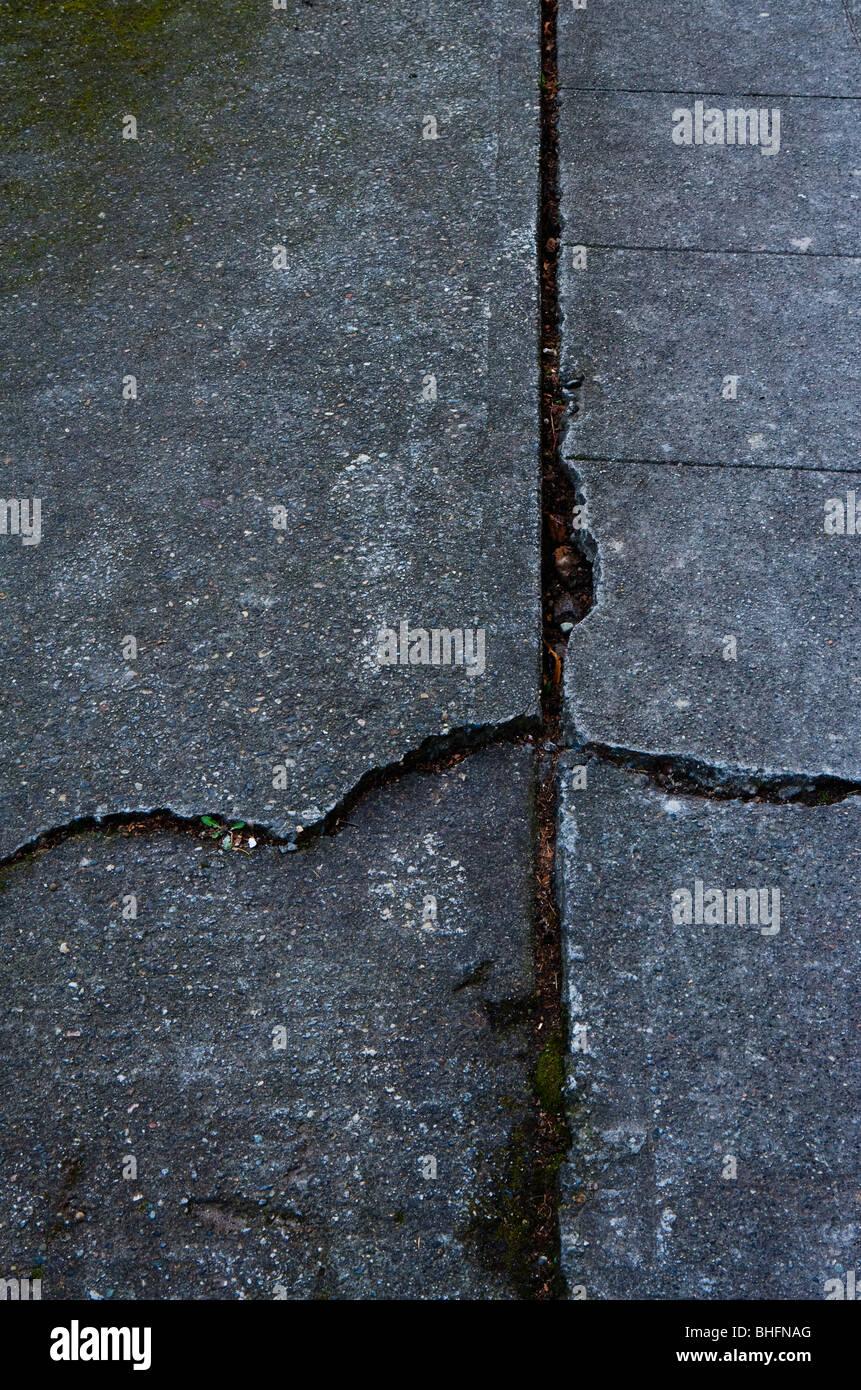 Eine gerissenen Beton Gehweg Stockbild
