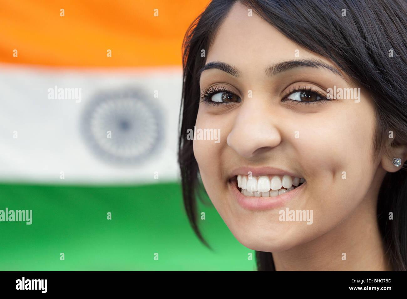 Teenager-Mädchen und indische Flagge Stockbild