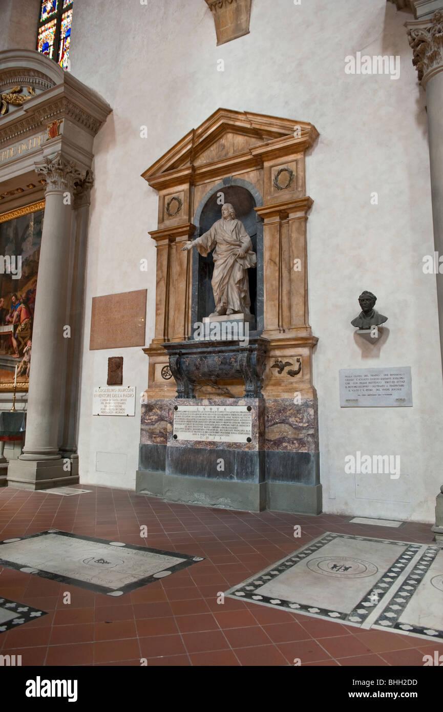 im inneren der basilika von santa croce grabst tte von vielen ber hmten und historischen. Black Bedroom Furniture Sets. Home Design Ideas