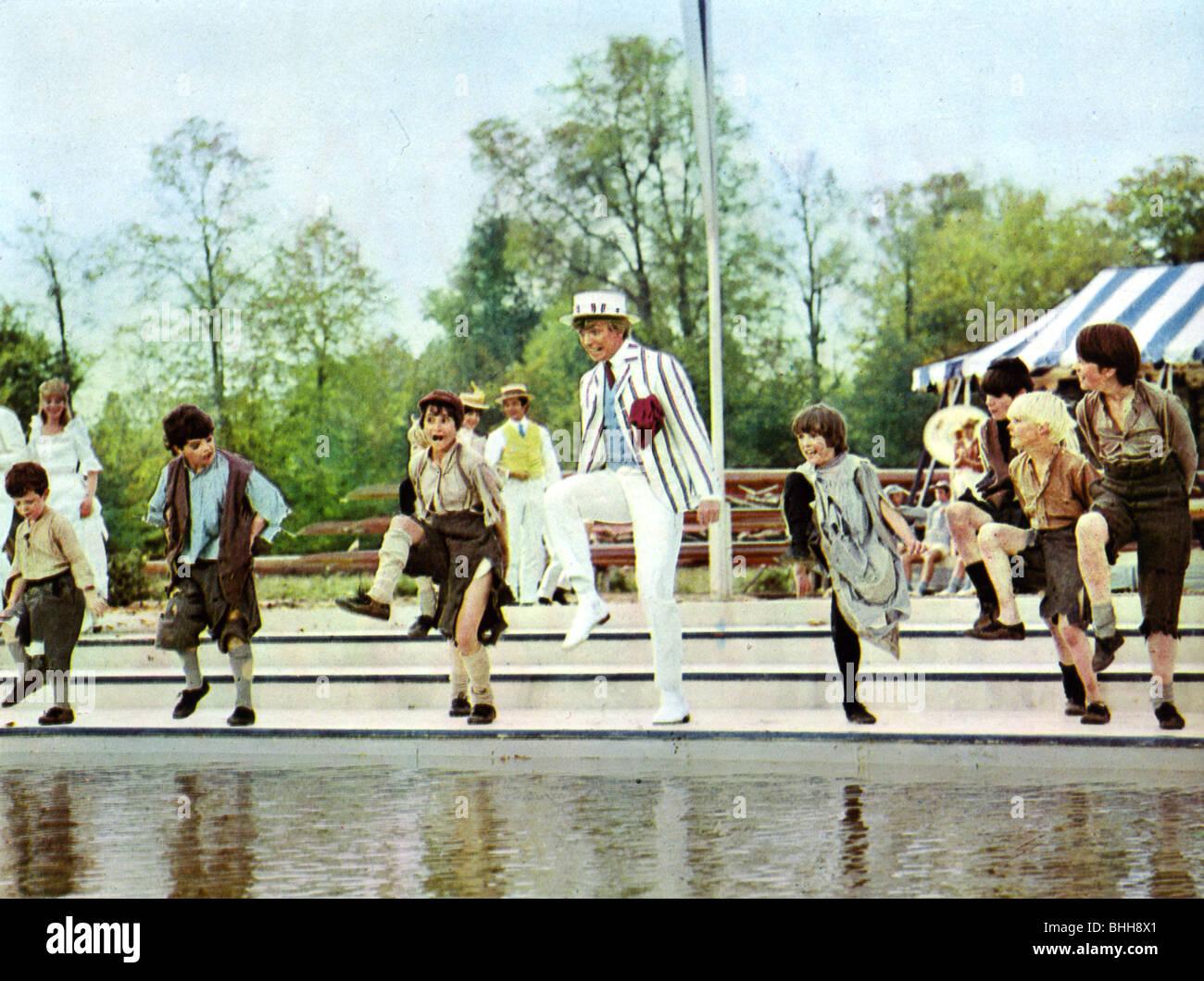 HALB ein SIXPENCE-1967 Paramount Film mit Tommy Steele Stockbild