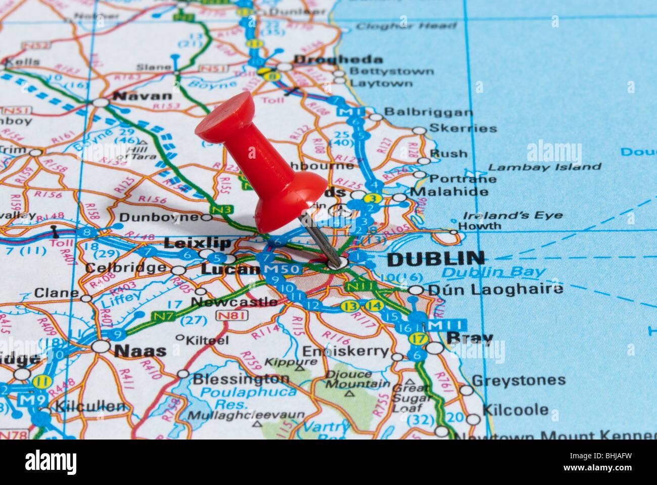 Map Pin Pointing Dublin Ireland Stockfotos & Map Pin Pointing Dublin Dublin Ireland Map on