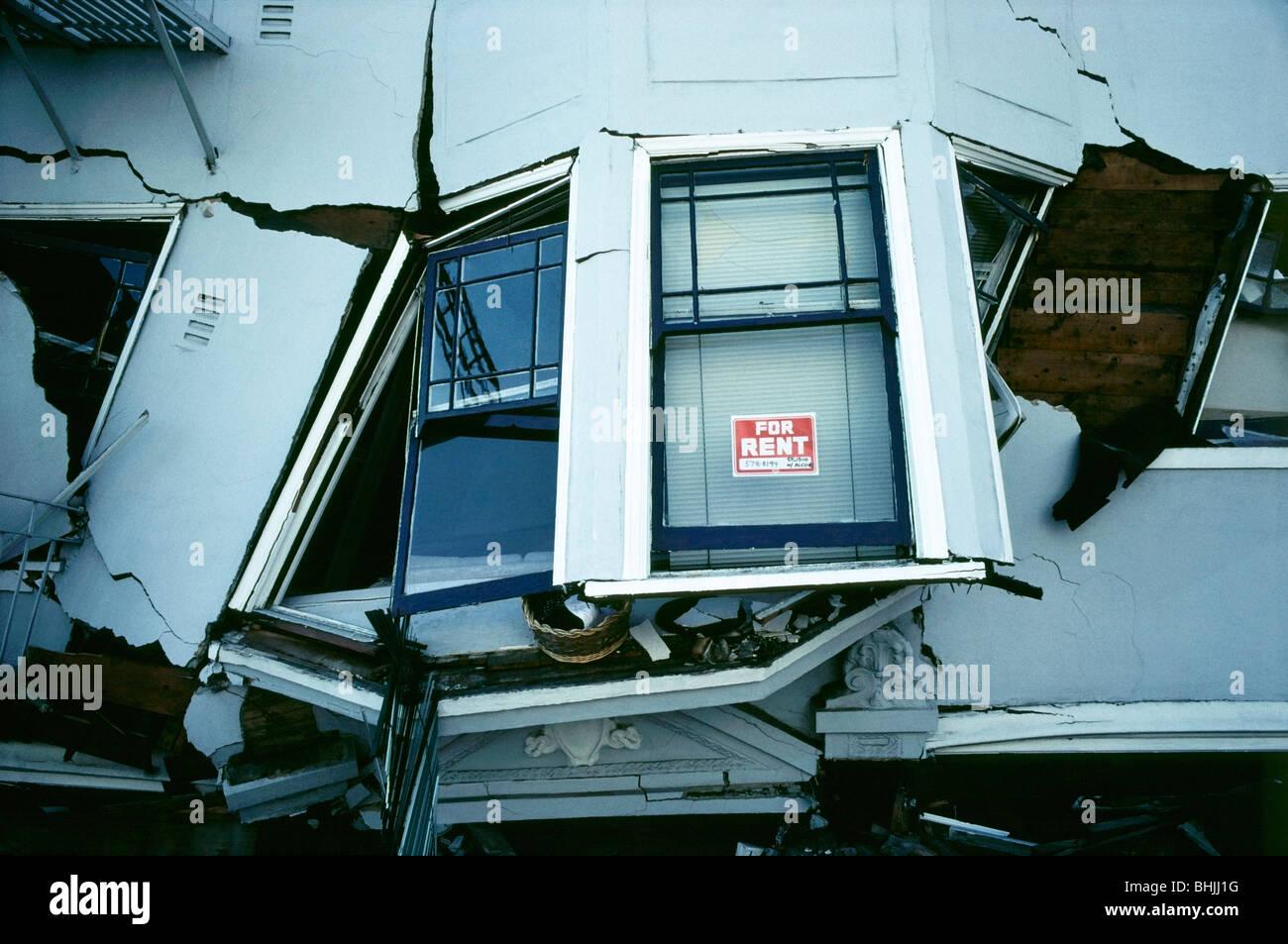 Mehrstöckiges Wohnhaus in San Francisco Marina District beschädigt nach 1989 Loma Prieta Erdbeben Stockbild