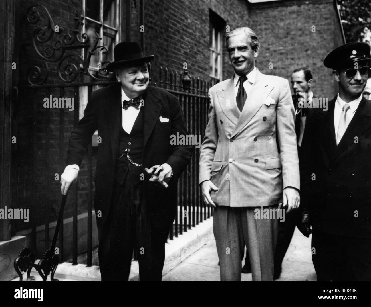 Sir Winston Churchill (1874-1965) und Anthony Eden (1897-1977), c 1955. Artist: Unbekannt Stockfoto