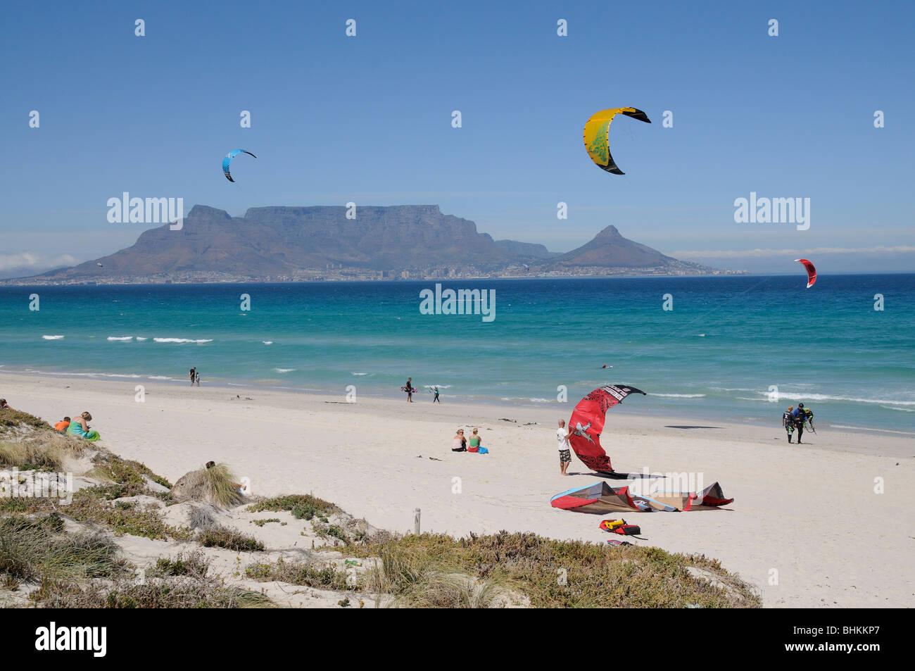 Kite Surfen Am Sunset Beach Table Bay Und Dem Hintergrund Der