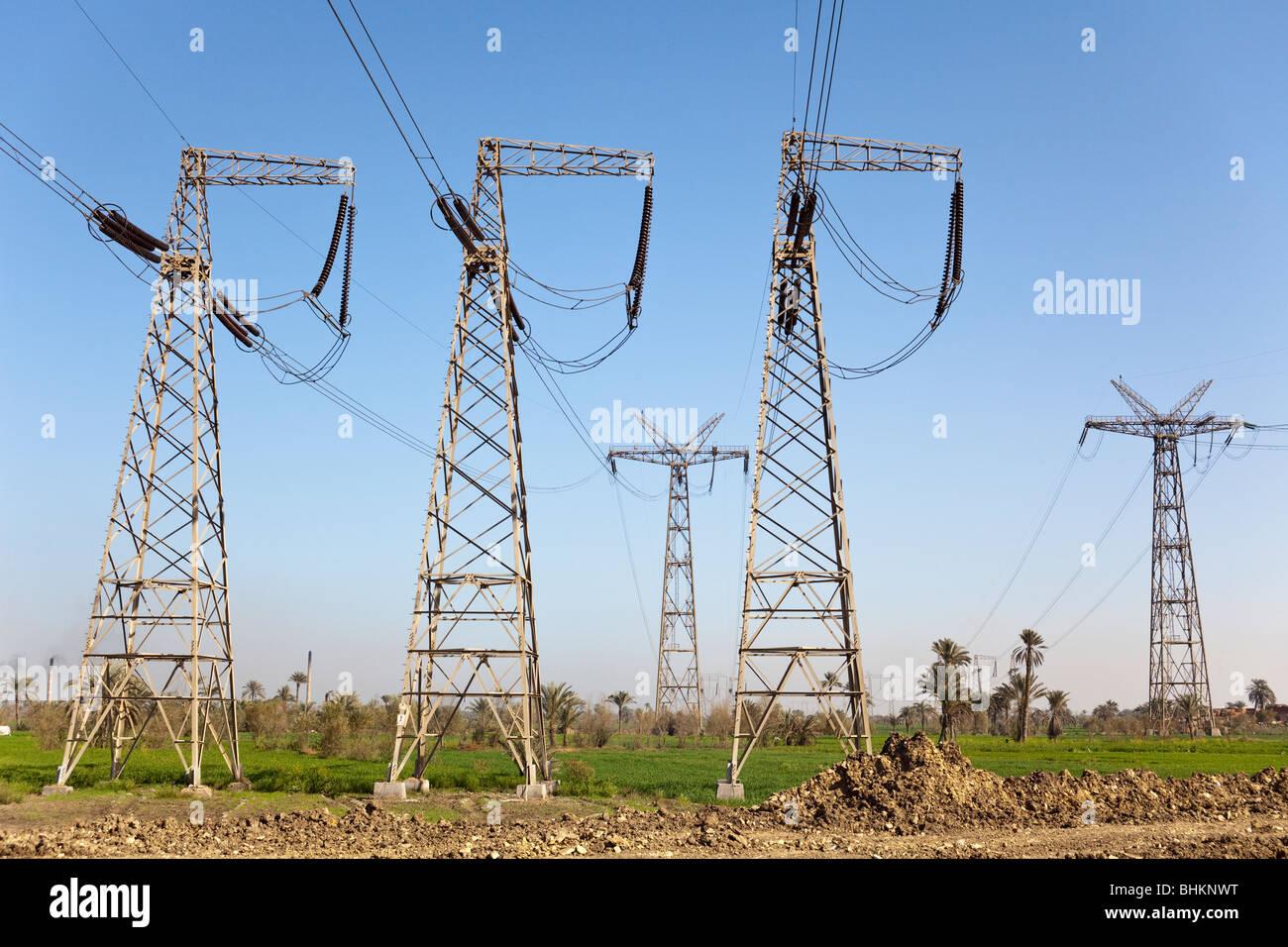 Power Supply Strommasten, Bahnasa, Ägypten Stockbild