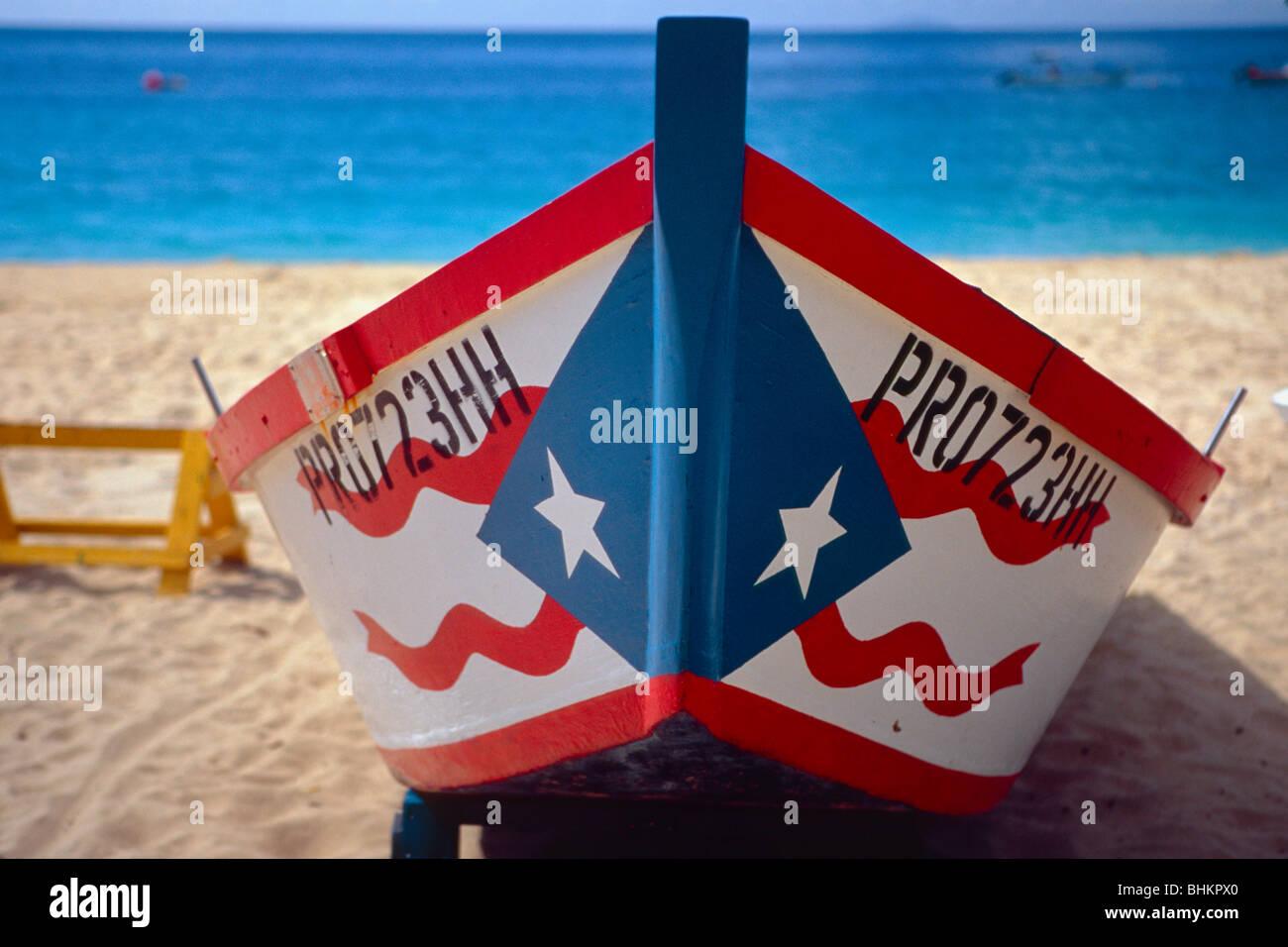 Frontalansicht eines puertoricanischen Fischerbootes Stockbild