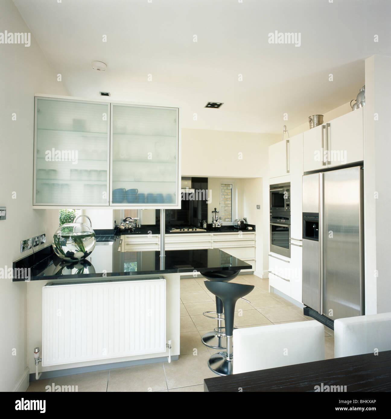 Schrank mit opak verglasten Türen oben schwarze Granit-erstklassige ...