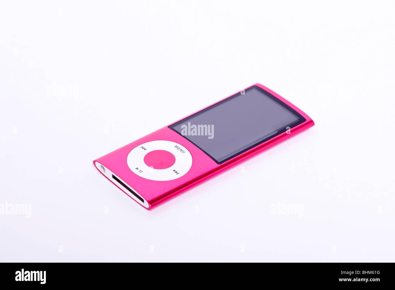 Ein Ipod Nano 5th Generation digitalen Musik-Player mit Video-Kamera auf einem weißen Hintergrund Stockbild