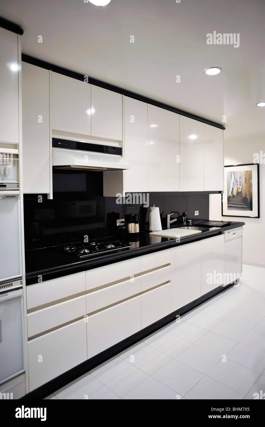 Modernen schwarz-weiß-Küche-Detail Stockfoto, Bild: 28104781 ...
