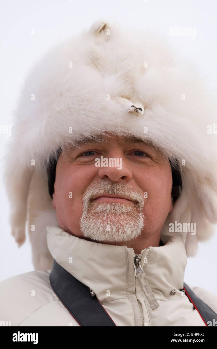 Ein Mann in eine Pelzmütze ist bereit, th-Elementen in Milwaukee, Wisconsin im Winter zu trotzen. Stockbild