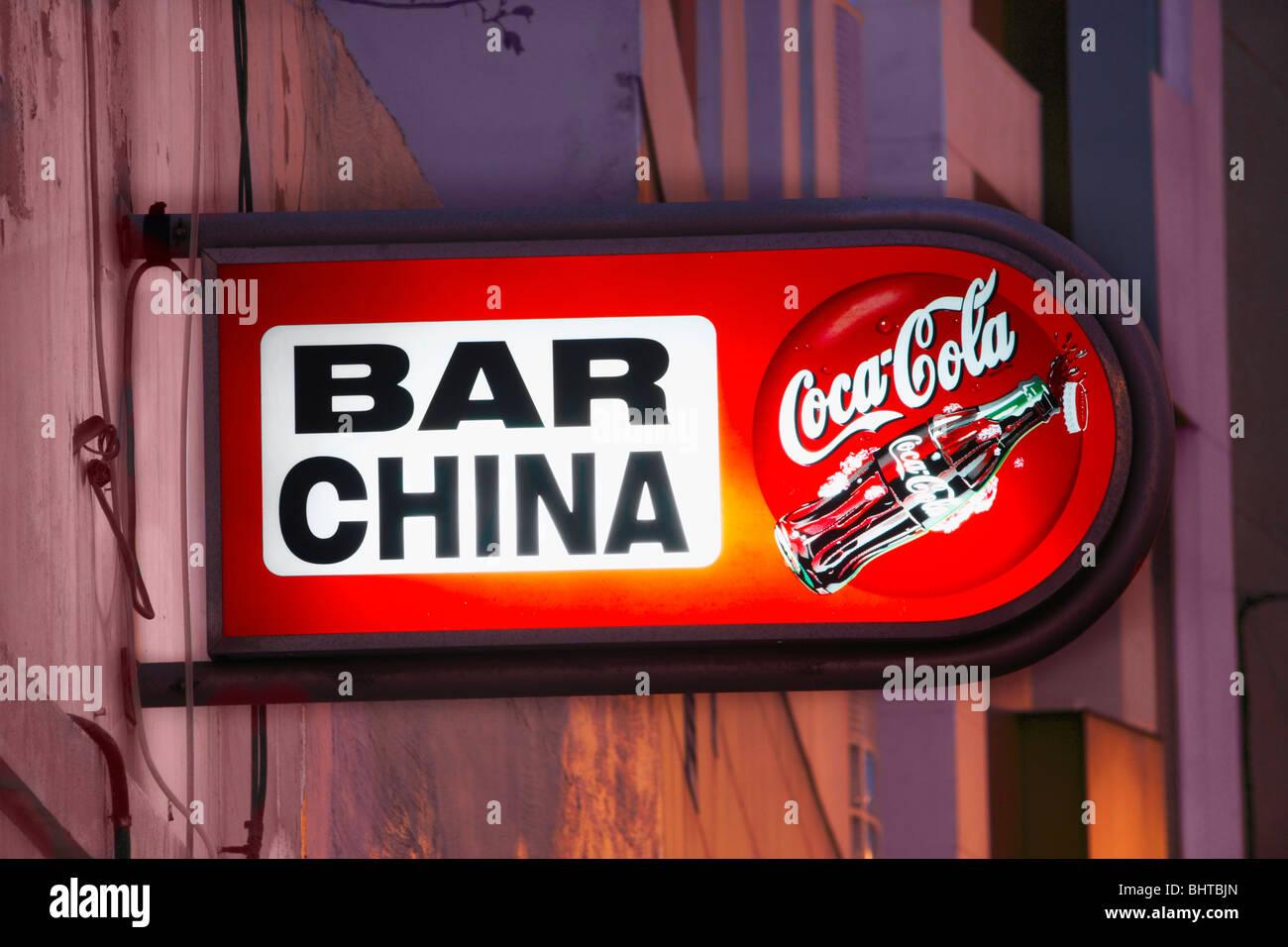 neon coca cola sign stockfotos neon coca cola sign. Black Bedroom Furniture Sets. Home Design Ideas