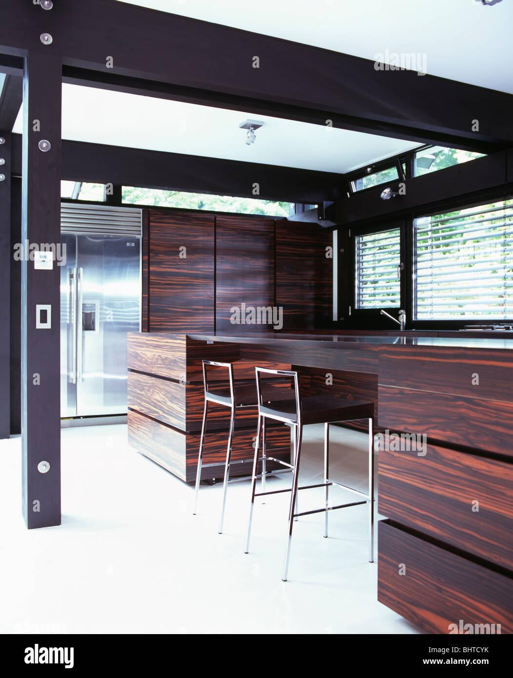 Kitchen Units Brown Stockfotos & Kitchen Units Brown Bilder - Alamy