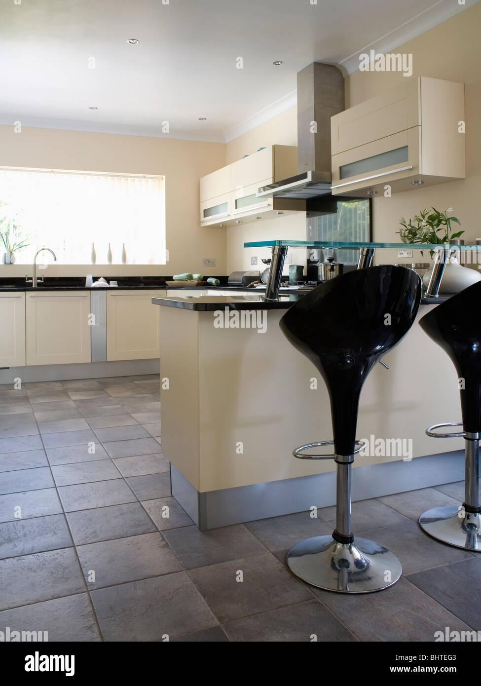 Kitchen Breakfast Bars Monochromatic Stockfotos & Kitchen Breakfast ...