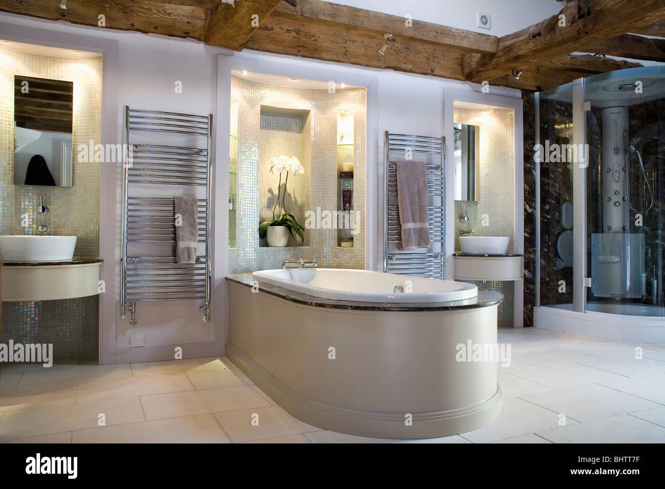 Becken In Beleuchtete Nischen Im Modernen Badezimmer Mit Bad Bis Ins Zimmer