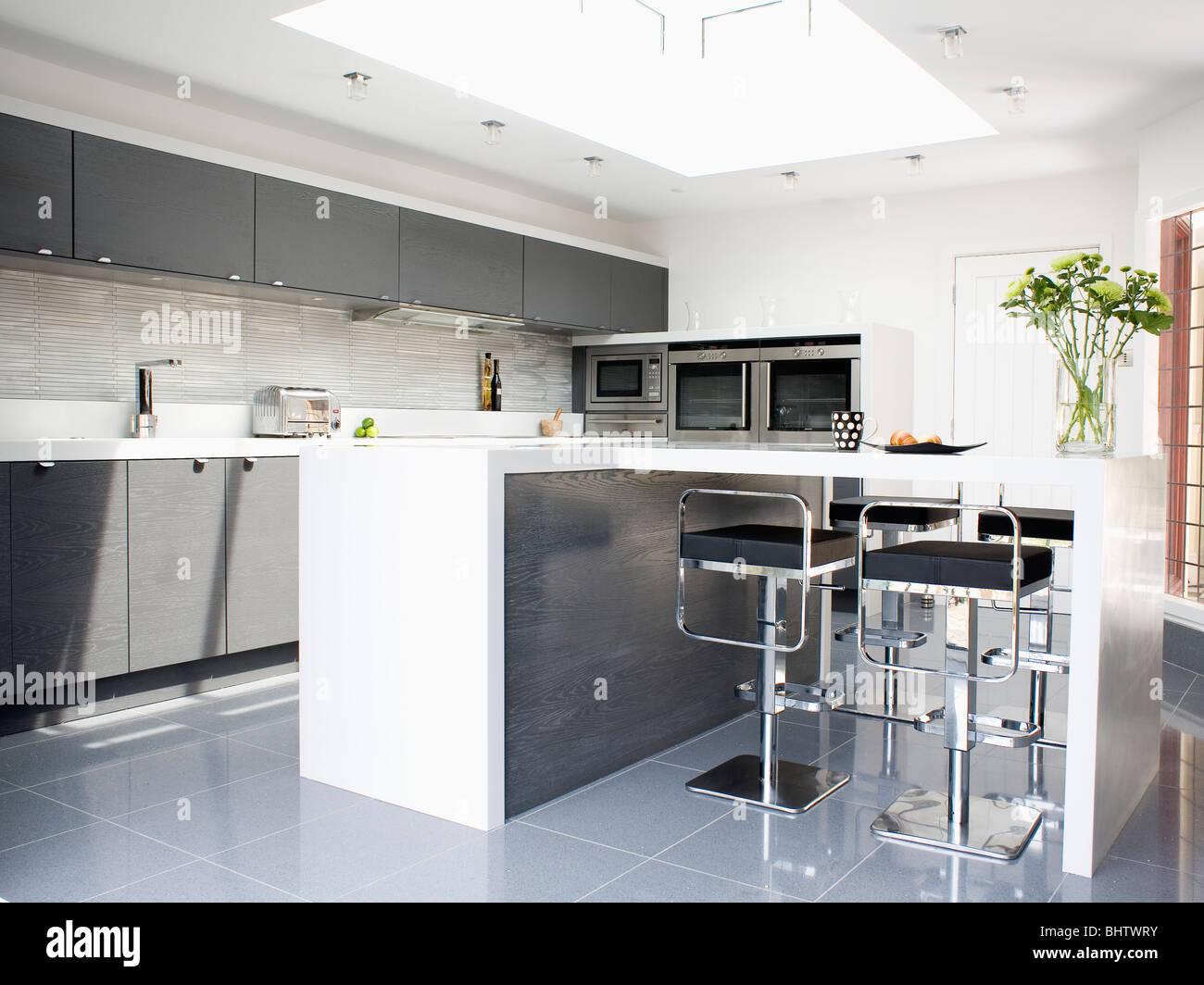 Erfreut Billige Kücheninseln Mit Frühstücksbar Bilder - Ideen Für ...