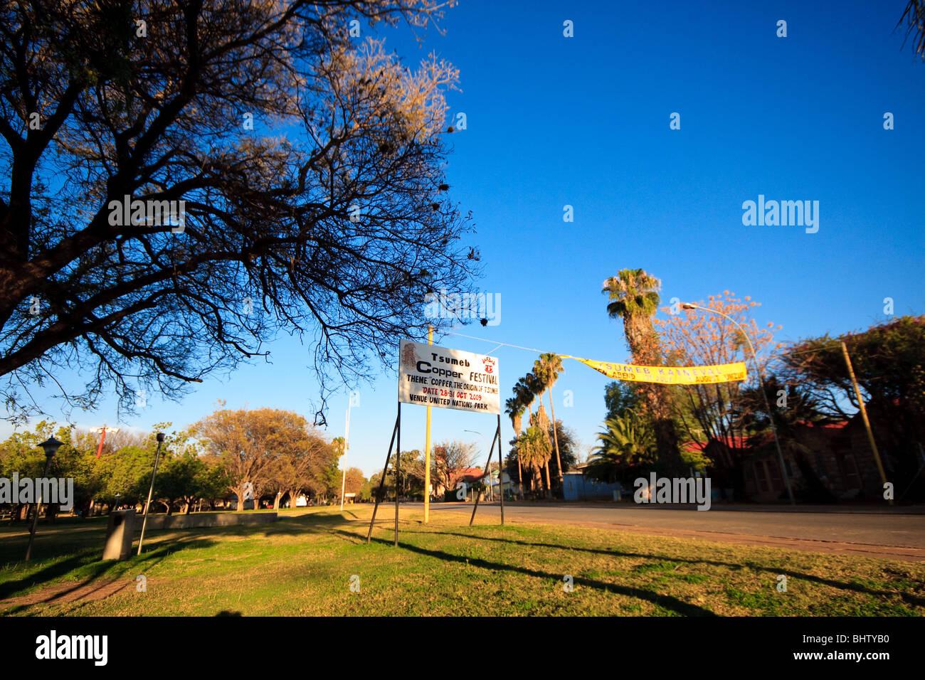 Blauer Himmel Namibia Street Tsumeb in Afrika Stockbild