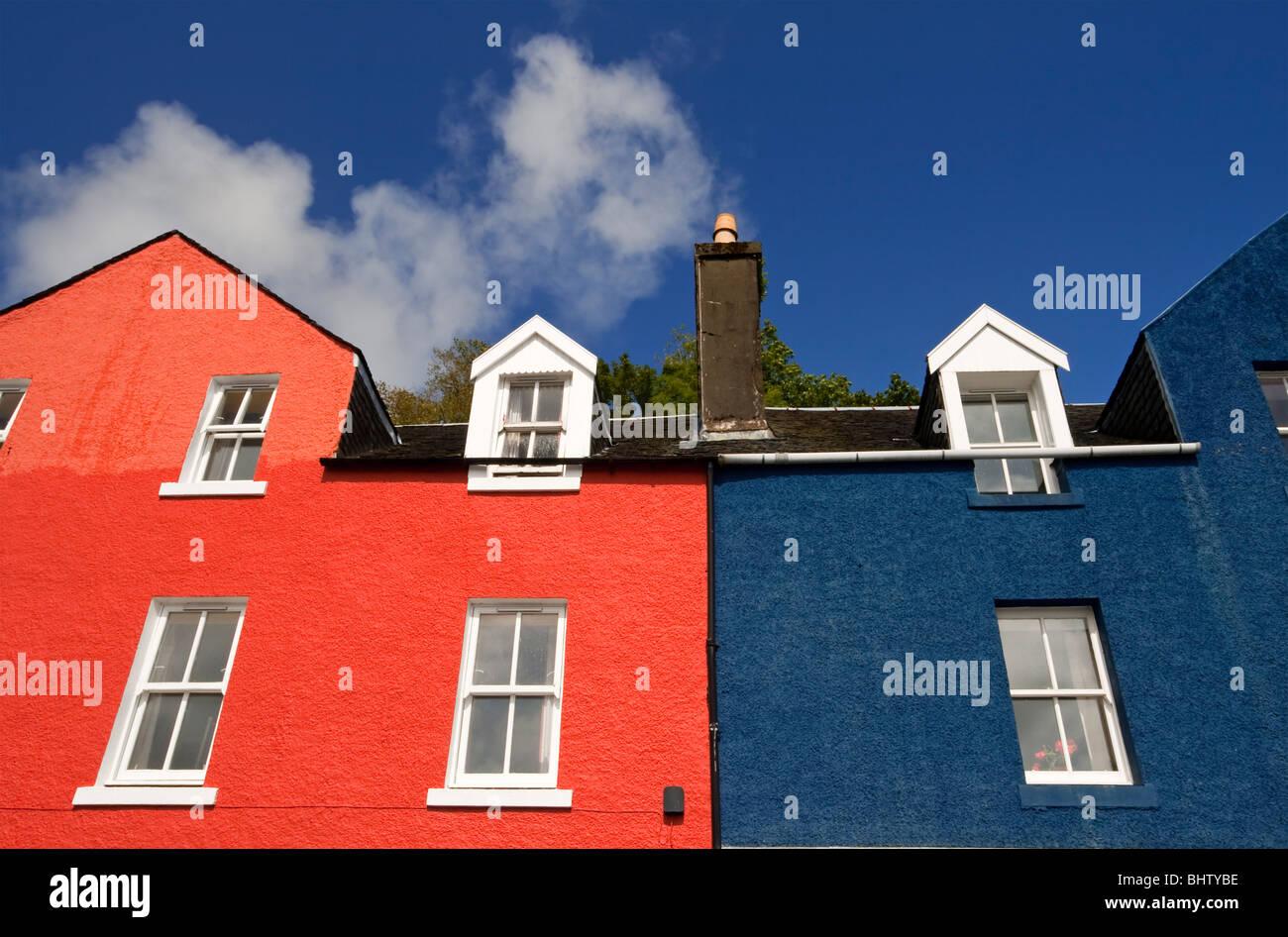 Bunt bemalte Häuser im Dorf Tobermory auf der Isle of Mull Inneren ...