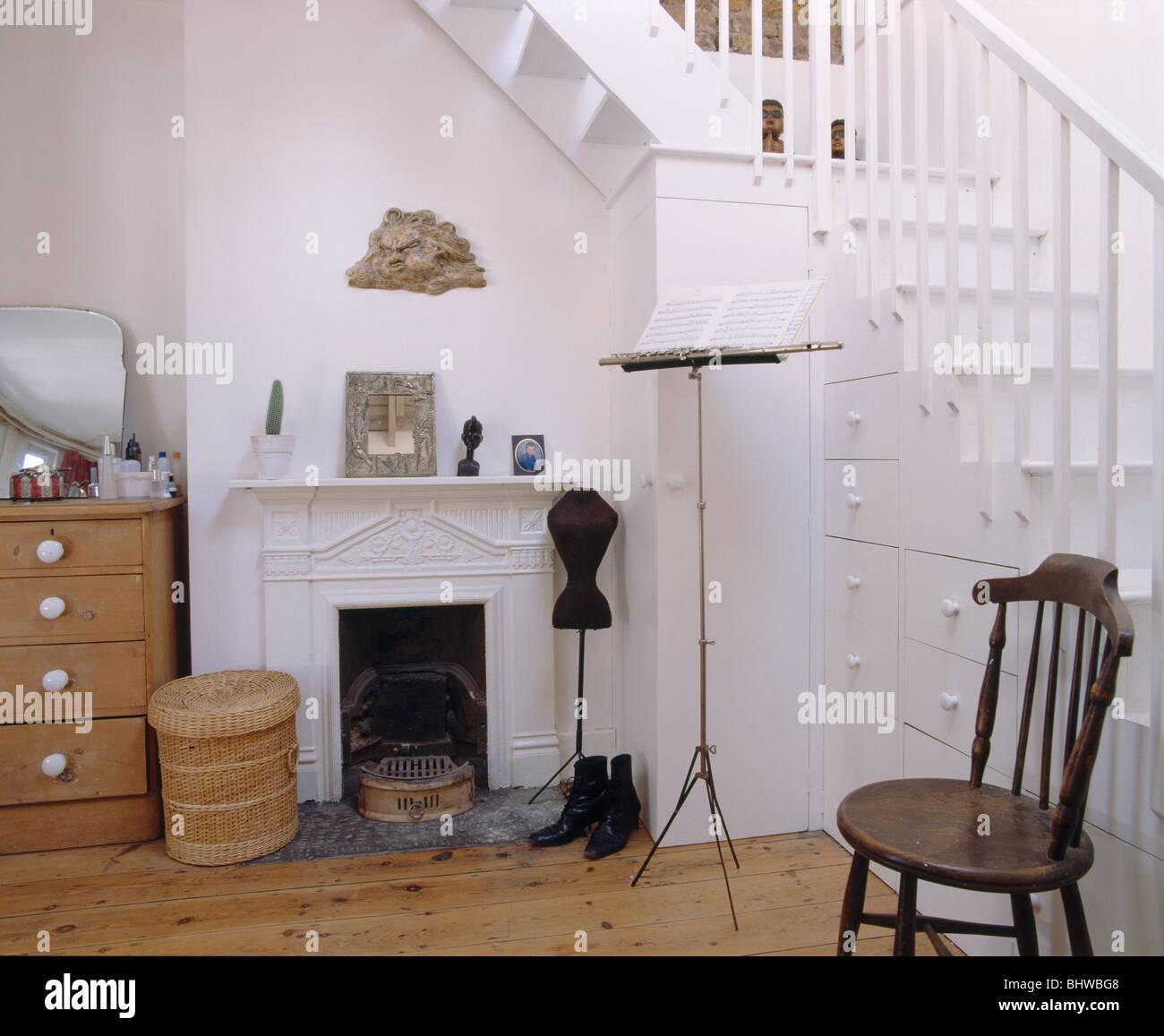 Treppe Mit Schubladen In Weissen Loft Conversion Schlafzimmer Mit