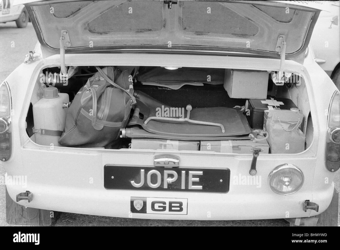 Boot von Peter Jopp B.L.M.C. 1800 bereit für Endkontrolle zu Beginn der täglichen Spiegel WM-Rallye, Wembley Stockbild