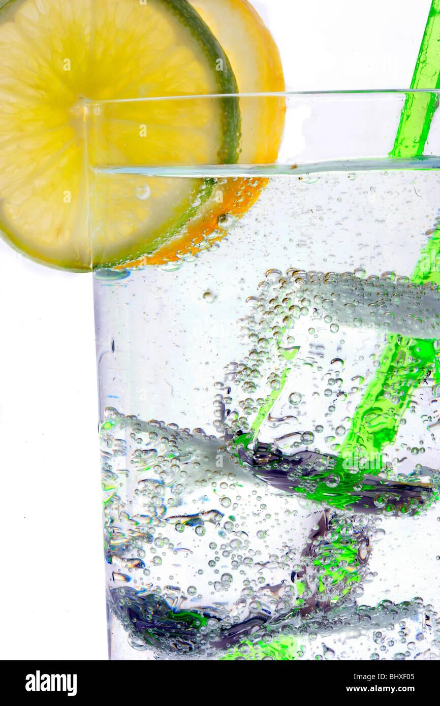 Wodka oder Gin & Tonic Mischgetränk mit Zitrone/Linie Slice ...