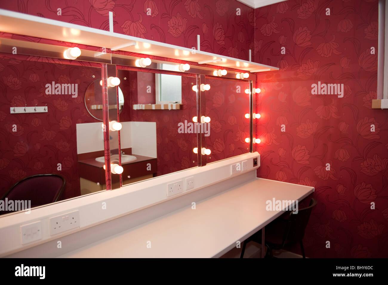 Moderne theatergarderobe und spiegel stockfoto bild  alamy