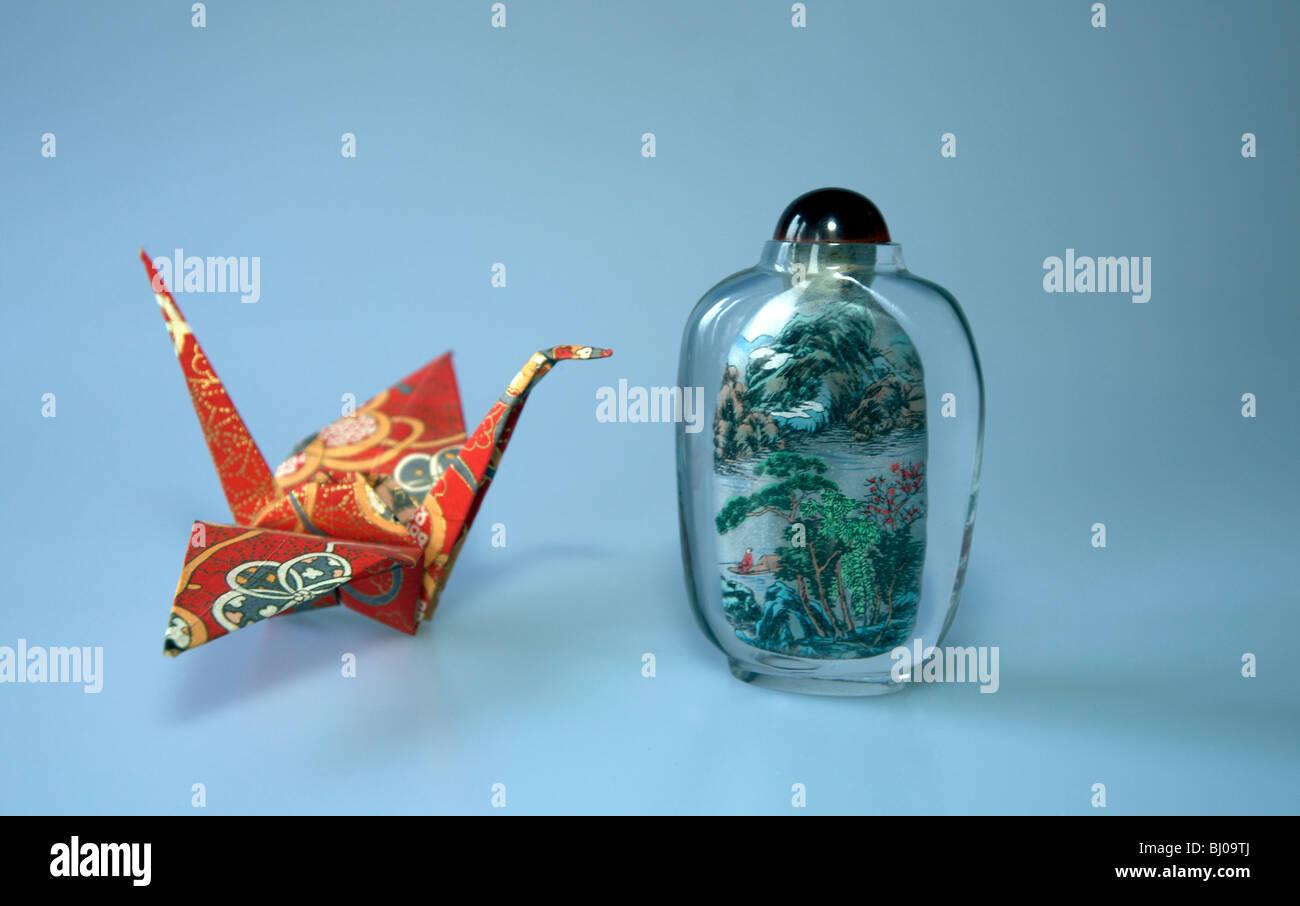 Origami-Kranich und chinesischen Duft jar Stockbild