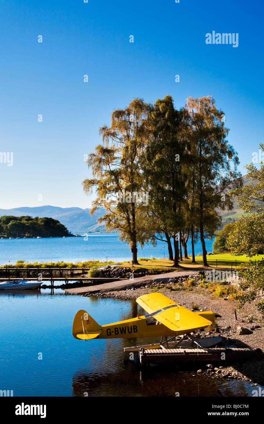 Blick auf See mit Wasserflugzeug am St. Fillans, Loch verdienen, Schottland. Stockbild