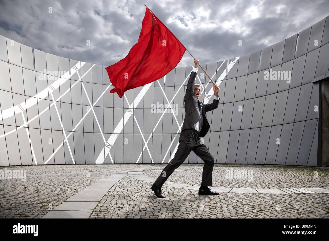 Geschäftsmann wehende rote Fahne Stockbild