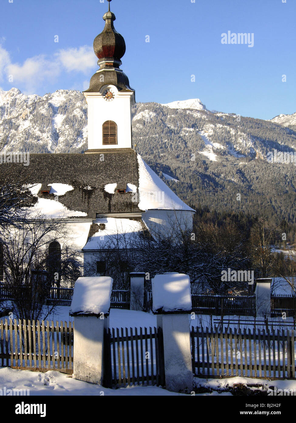 Pfarrkirche St. Johannes der Täufer, erbaut in den Jahren 1750 – 1753 in der österreichischen Dorf von Haus Im Ennstal Stockfoto
