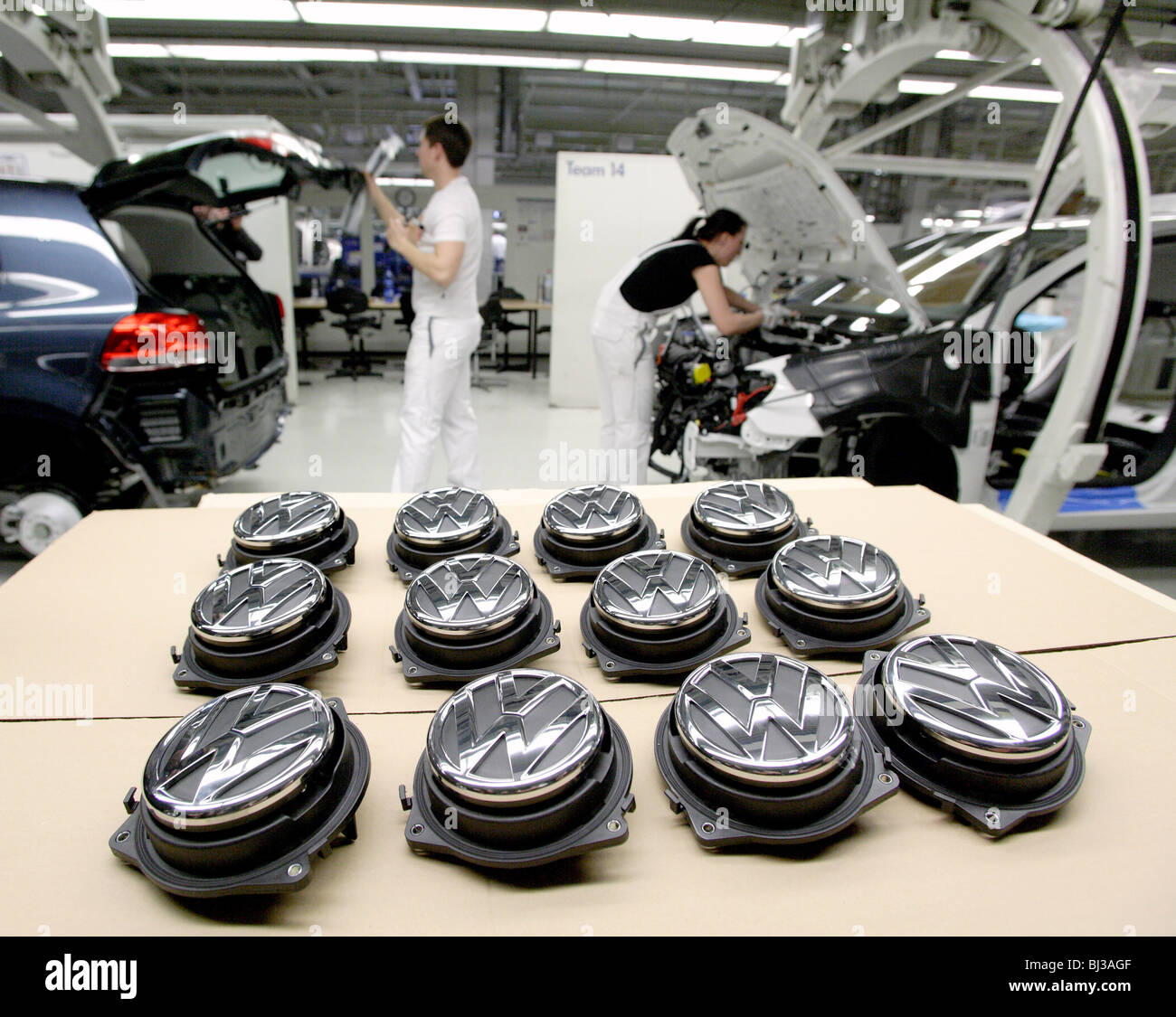 Volkswagen AG, Produktion von Pkw im Werk in Wolfsburg. Endmontage des VW Tiguan, Sport Utility Vehicle Stockbild